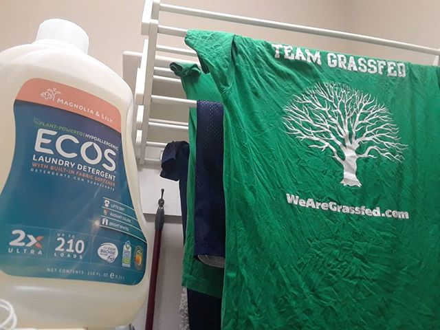 We wash our #TeamGrassfed tees with  @ecoslaundry because Baking Soda messes with the #highefficiency washer. It's crazy to have such good smelling clothes and know that you are avoiding #endocrinedisruptors  Thanks @rushordertees! #TShirt  #Wrinkles #Grassfed #WeAreGrassfed #ToxinFree #EWG #Merch #Holistic  #TeamGrassfed #GrassfedApproved